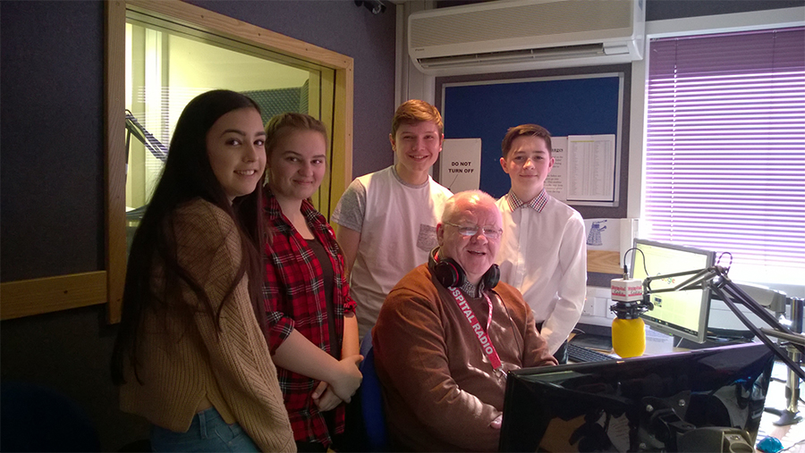 Olivia, Millie, Rueben and Matt with Eric Smart on Hospital Radio